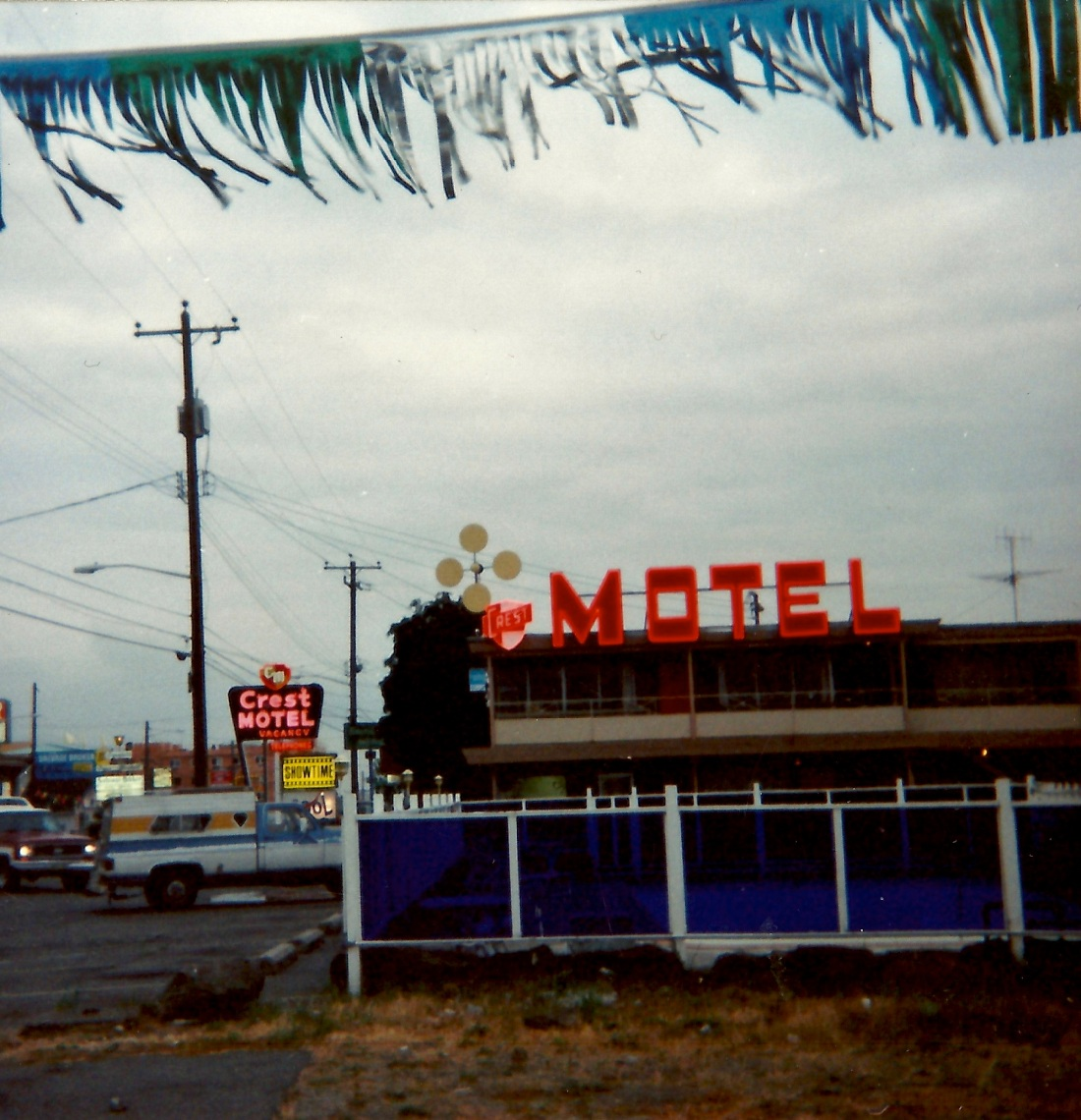 'Crest Motel #1'